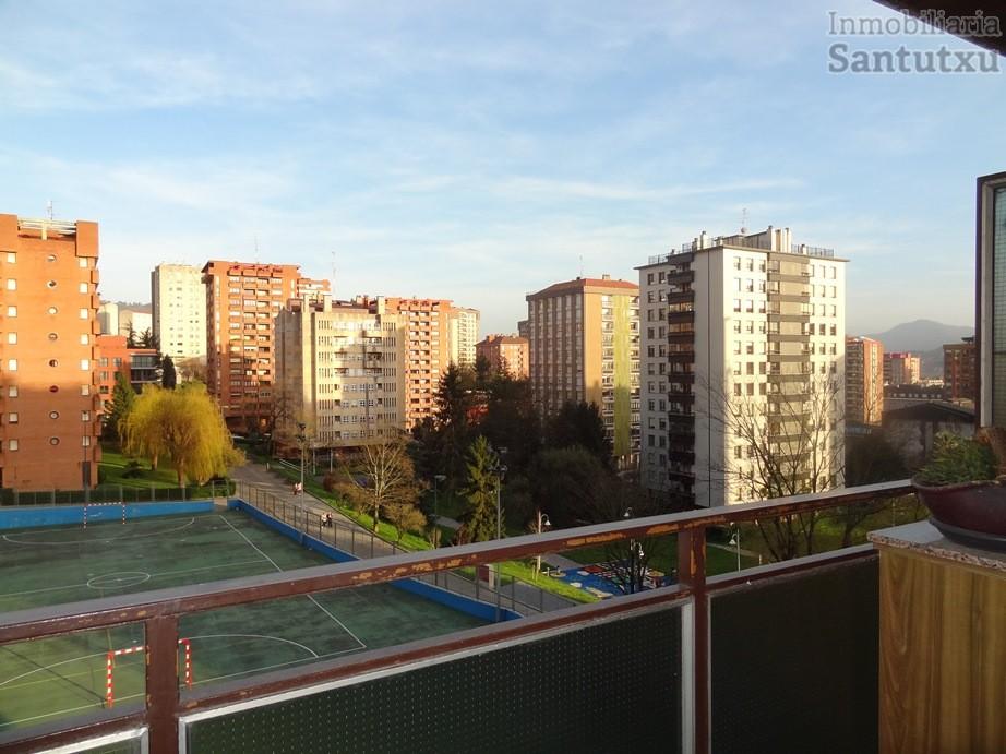 Amplia vivienda junto parque Europa