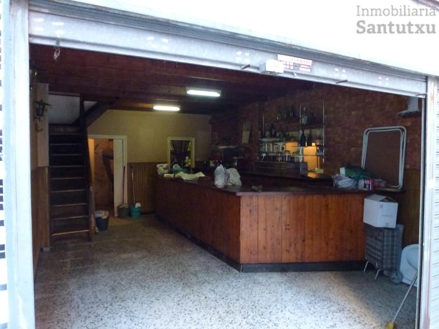 Bar en la zona de Basarrate