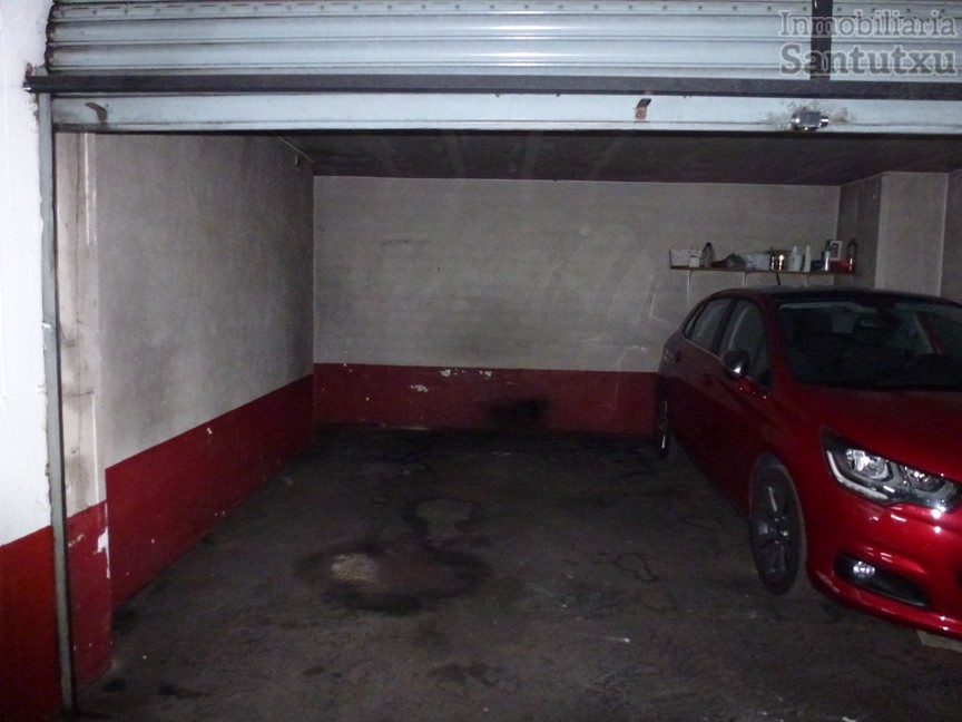Parcela de garaje cerrada