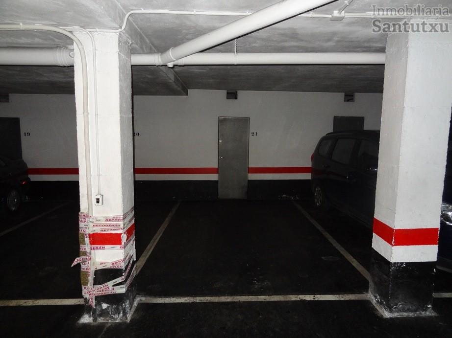 Parcela de garaje con trastero incluido